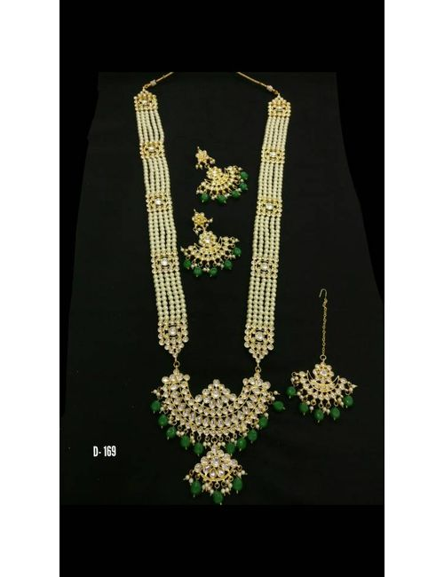 Elegant pearl  and gold plated beads strand with fine quality kundan pendant set