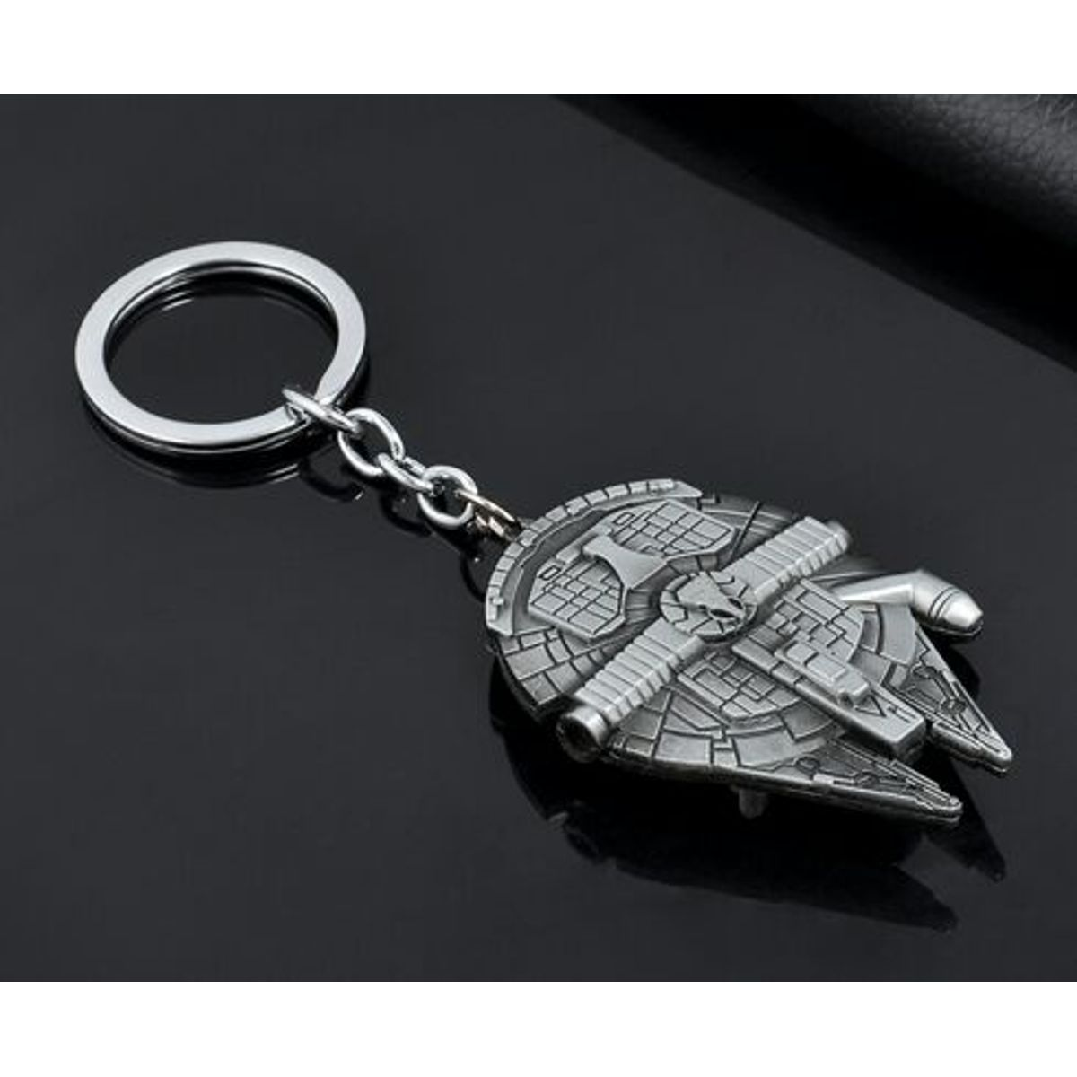STAR WARS - Millennium Falcon - Han Solo Ship - Metal Keychain