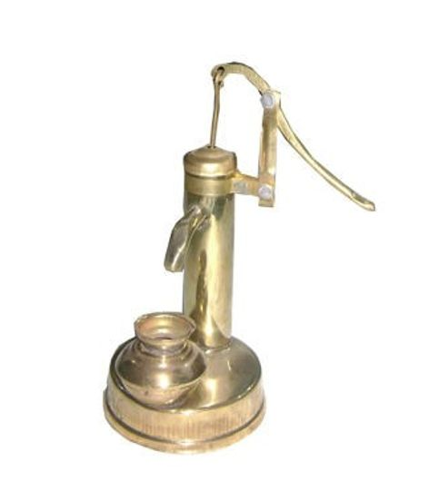 Hand Pump in Brass that pumps water