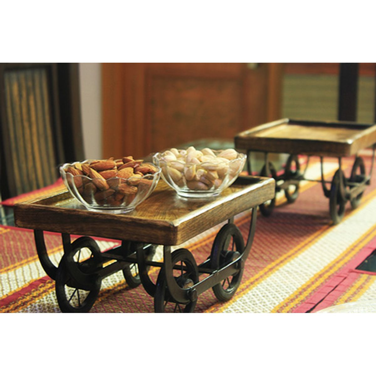 Piece of Art Wood Cart for Dining Table