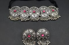 Pendent set with earrings