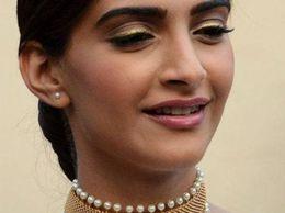 Trendy Pearl Choker - Sonam Kapoor