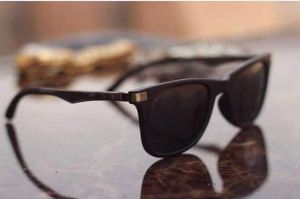 Black and black stylish sunglasses 01523