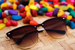Gold and brown stylish sunglasses 01995