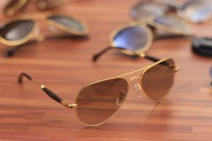 Gold and brown sunglasses for woman 02096