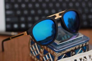 Black and blue new stylish sunglasses 3379