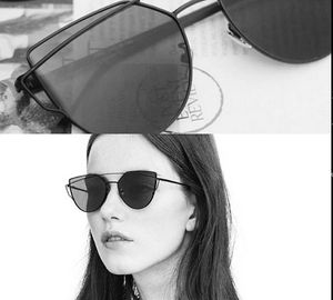 Royal and luxurious look stylish polarised Sunglasses  for Women