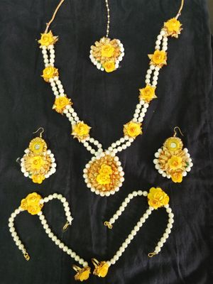 Nehaz Floral Jewellery Yellow Flowers and Mogra pearls too